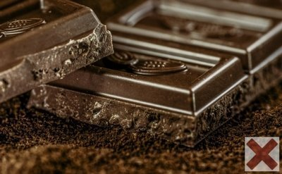 Dark Chocolate - The Worst Bedtime Foods for Weight Loss
